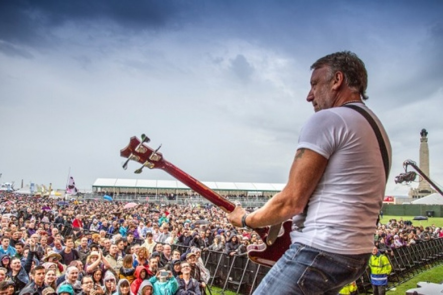 El bajista Peter Hook regresa a Argentina con un repaso de